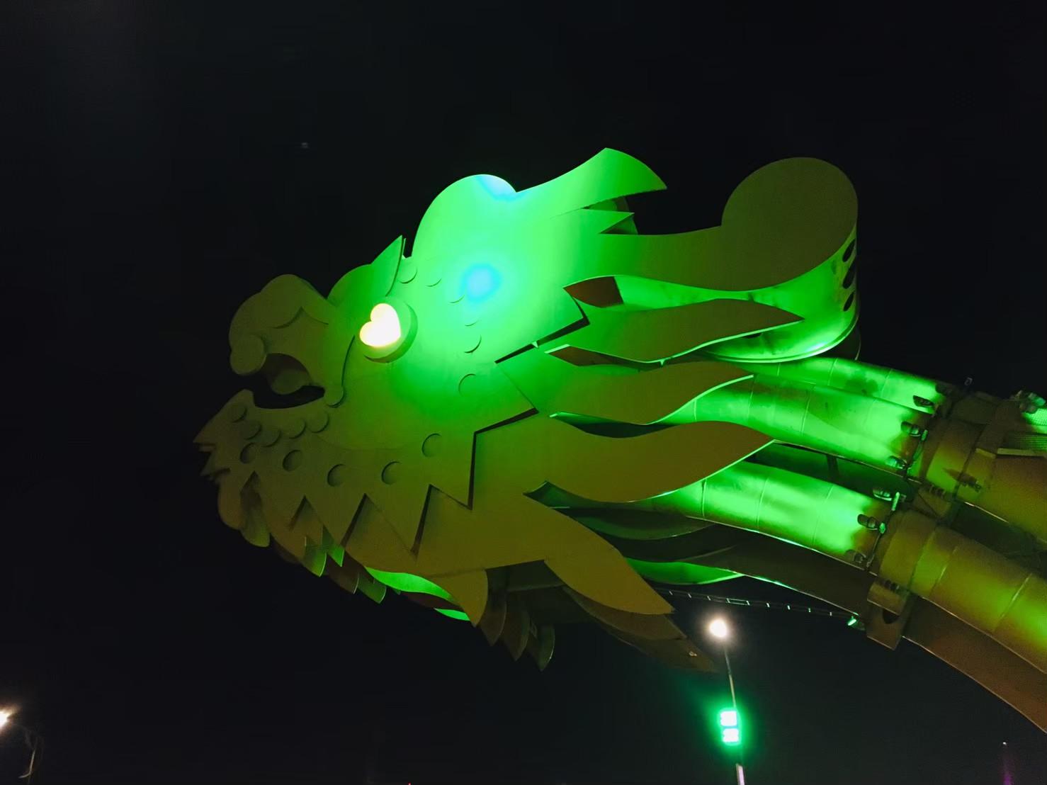 ベトナムダナンドラゴン橋